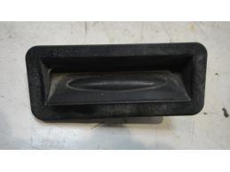 Кнопка открывания багажника