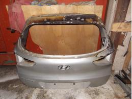 Дверь багажника
