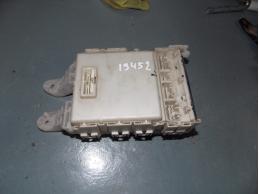 AURIS E15 Блок предохранителей салонный