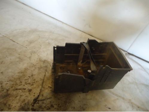 C MAX Крепление АКБ (корпус/подставка)