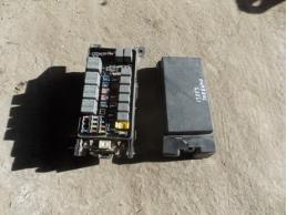 Блок предохранителей подкапотный АКПП 2.5л