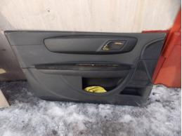 C4Обшивка двери передняя левая (3-х дверный кузов)