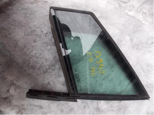 C4 Стекло двери передней левой форточка (3-х дверный кузов)