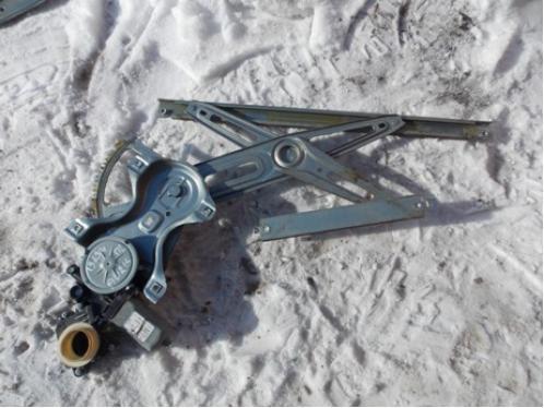 AURIS E15  Стеклоподъемник передний левый электрический