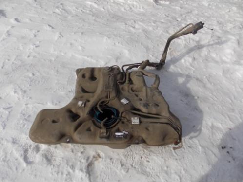 AURIS E15  Бак топливный