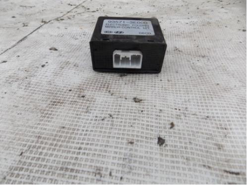 SORENTO Блок управления зеркалами  935713E000