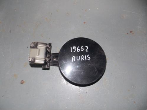 AURIS E15  Лючек бензобака