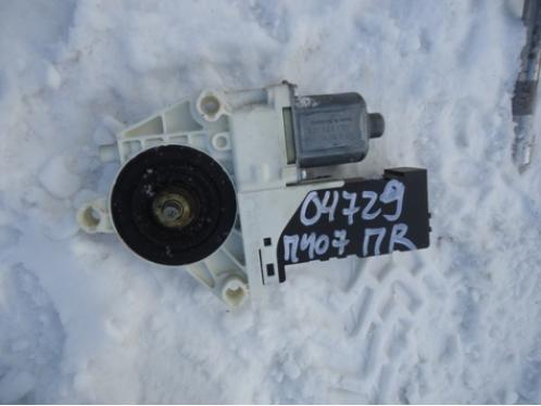 407 Моторчик стеклоподъемника (передний правый)