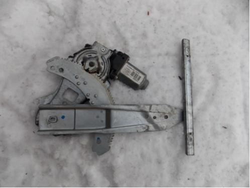 NOTE E11  Стеклоподъемник задний правый электрический