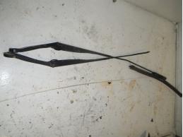 MEGANE III Поводок стеклоочистителя левый