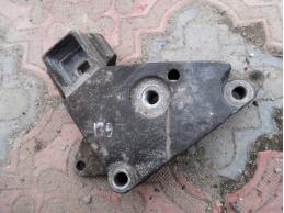SYMBOL 1998 Кронштейн двигателя правый
