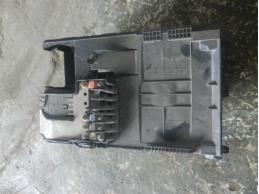 C4Крышка аккумулятора